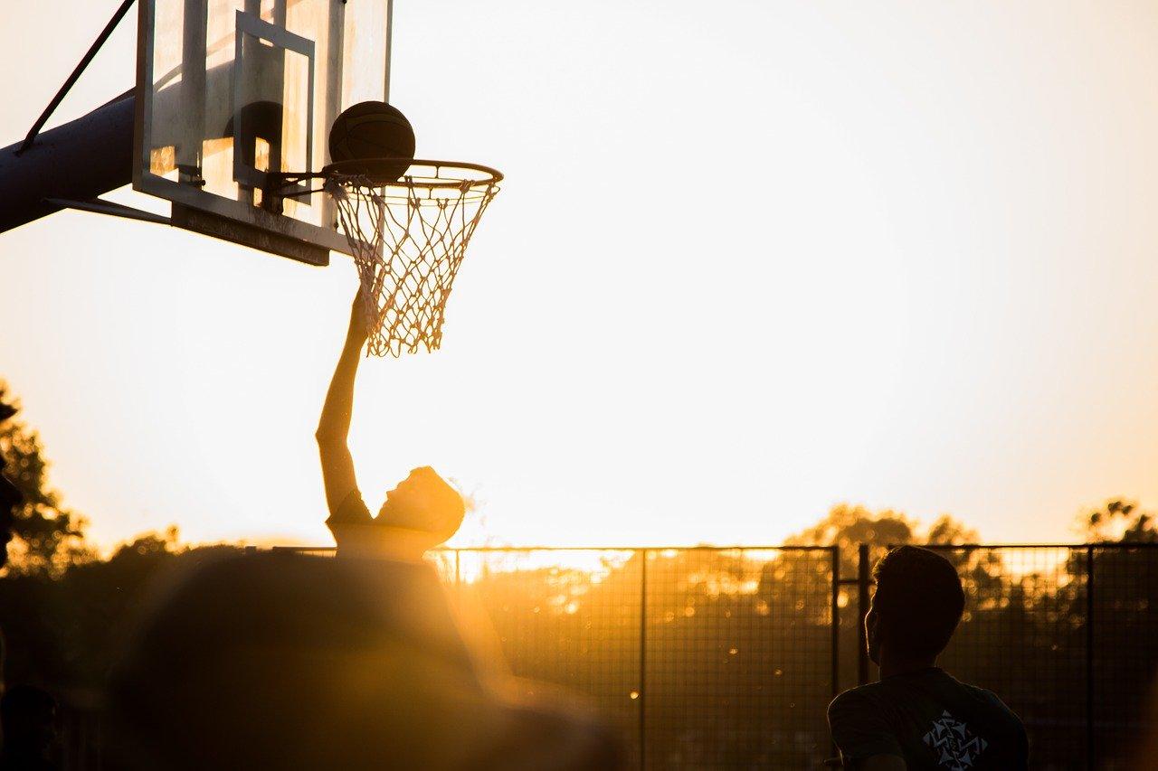 Wie man richtig Basketball spielt